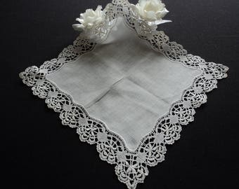 French vintage stunning hand made lace handkerchief (05954)