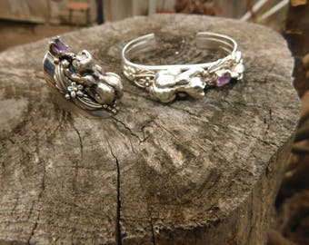 Carol Felley cat lovers bracelet.  Rare vintage triple band sterling silver with crouching cat and mouse and amethyst stone 1989