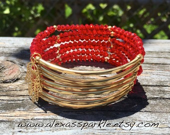 Cherry Red Beaded Bracelet Set with gold plated connectors - Pulseras Semanario color rojo con conectores de chapa de oro