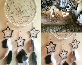 -DreamCatcher black and white with hanging stars