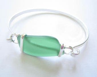 Silver Plated Bangle with Green Sea Glass Piece-Sea Glass Bracelet-Beach Glass Bangle-Beach Glass Jewelry-Sea Glass Jewelry-Bracelet Bangle