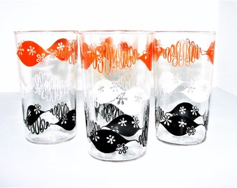 4 Retro Drinking Glasses Awesome Design and Color Graphics These Are So Summer Chic