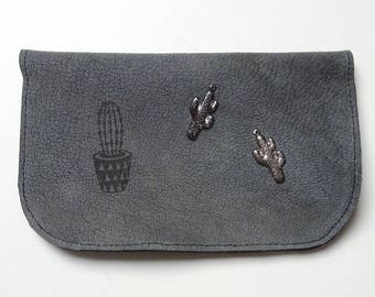 Tobacco pouch in grey leather and cactus