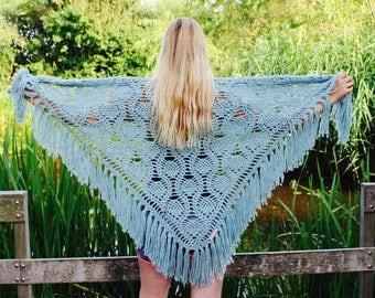 Crochet shawl oudgroen
