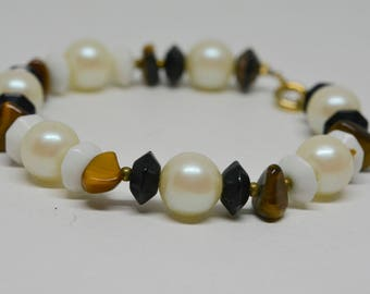 Lovely black and white beaded bracelet