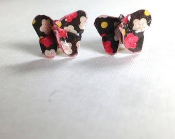 Boucles d'oreilles puces en kirigami papillon, papier noir à motifs fleurs