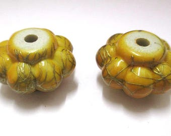 2 beads yellow acrylic flower wire gold plated 20 mm x 12 mm