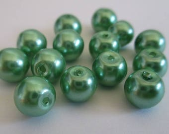 10 green pearl beads, painted glass 8mm (D-20)
