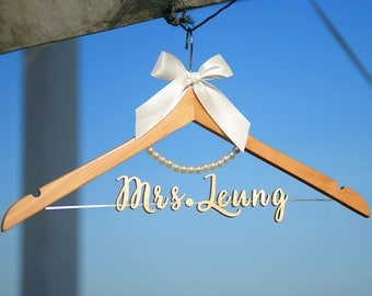 Personalized Wedding Hanger with Pearls, Personalized Custom Bride Name Bridal Hanger, Bridal Wedding Shower Gift vet0012