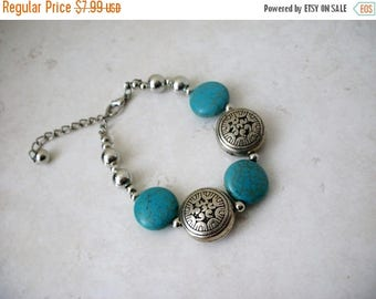 ON SALE Retro Southwestern Inspired Simulated Stones Turquoise Silver Metal Beads Bracelet 61717