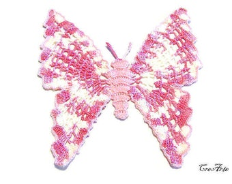 Pink and Shades of Pink crochet butterfly doily, centrino rosa e rosa sfumato a forma di farfalla ad uncinetto