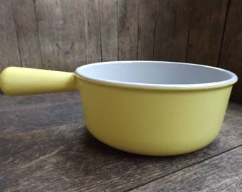 Yellow enameled cast iron pan hand-made in France vintage / Deco industrial
