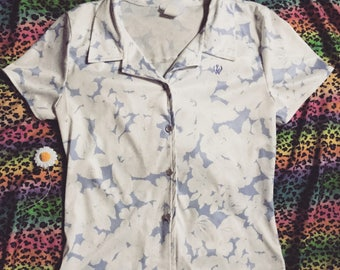 Vintage 60s 70s pearl button down blouse Hawaiian flower print top small