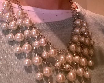 Resin Pearl cascade necklace