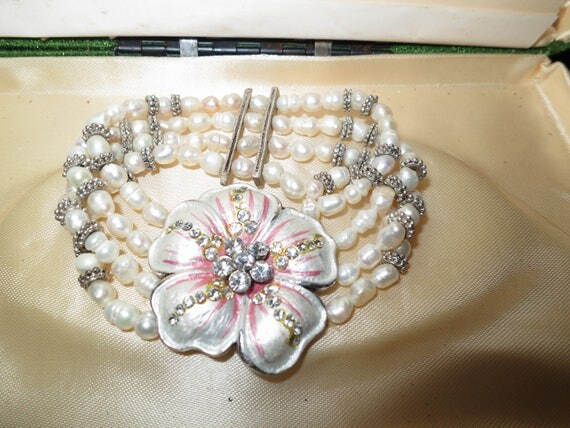 Charming silvertone freshwater pearl hibiscus rhinestone bracelet