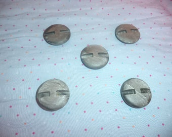 5 large Buttons