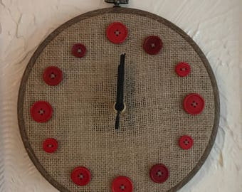 Button clock - red