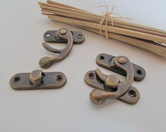 Fermoir crochet en métal couleur bronze pour décoration de boîte, ... 3.5 x 4 cm - ref 50.2