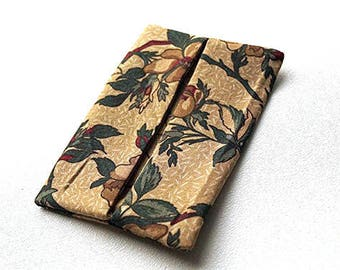 Floral Pocket Tissue Holder in Tan and Green, Country Fabric Travel Tissue Cover