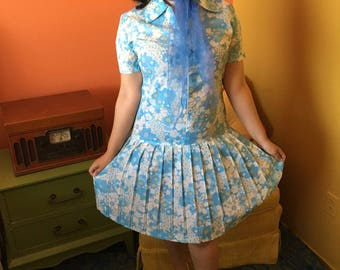 Baby blue flower power vintage dress with diamond zipper pull