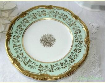 Royal Cauldon, England: Three small green mint ''Consort'' plates in Bone China