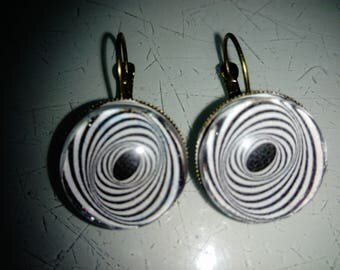 earring cabochon graphic pattern