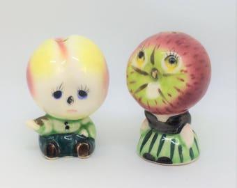 Vintage Anthropomorphic, Fruit Apple and Peach,  Made in Japan, shakers, MIJ, Salt, pepper, shaker, apple head, fantasy, kitschy, shakersre
