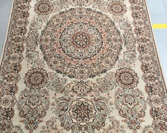 Carpet rug 100% wool geometric pattern rug brown and beige color warm vintage rug old rug retro style suitable for home and restaurant.