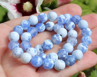 5 blue white agate round faceted beads. 8 MM.