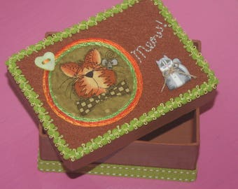 Box rectangular paper mache, decorated with embroidered felt
