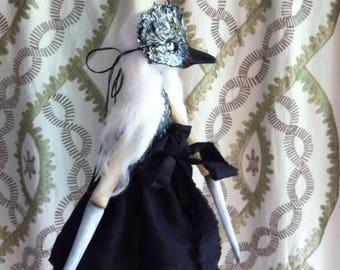 OOAK artdoll... crow mask.