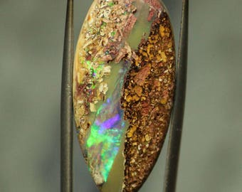 23,94 cts - VIDEO - boulder Opal pendant / wood fossil inclusion flash green electric cabochon Australia - loose boulder opal solid fire gemstone