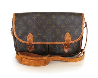 Authentic LOUIS VUITTON Monogram Canvas Leather Gibeciere MM Cross Body Bag