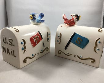 Really Cool Vintage Ceramic US Mail Mailbox with Blue and Red Birds Enesco Salt and Pepper Shakers