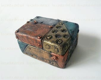 Unique faux metal jewerly/trinket  box