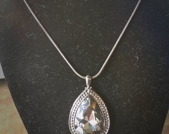 Beautiful grey/black Gem pendant necklace