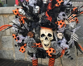 Skull Wreath, Halloween Wreath, Halloween Skull Wreath, Skull Deco Mesh Wreath, Witches Wreath, Orange and Black Halloween wreath