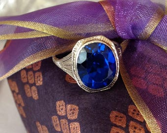 Art Deco Ring   Engraved 18k white gold ring with Blue synthetic Spinel, Sz 7.5