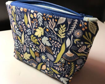 Flat bottom floral pouch