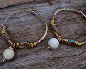 Grandes créoles Tribales en Laiton, Cuivre, Ivoire ancien & perles de Thaïlande