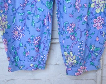 Fantastic 1980s Floral Cotton Jumpsuit with Rockabilly Bowtie Pockets and Ankle Cuffs, Size M