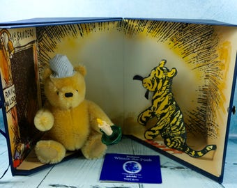 Vintage Gabrielle Winnie the Pooh Bedtime Limited Edition set exclusive to Teddy Bears of Witney