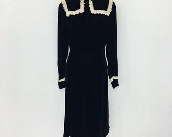 Vintage 1930s -1940s Black silk velvet & lace dress M/L