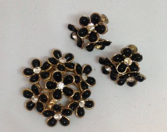 Anniversary Sale Lovely Black Flower Cluster Pin with Matching Earrings
