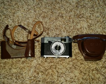 Rondomatic 35mm vintage film camera W/carrying case and strap (read description)