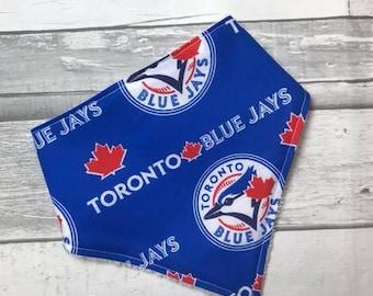 Modern Baby Bandana Bib,  Baby bandana bib, unisex bib, teething baby, Toronto Blue Jays, baseball bib, baseball