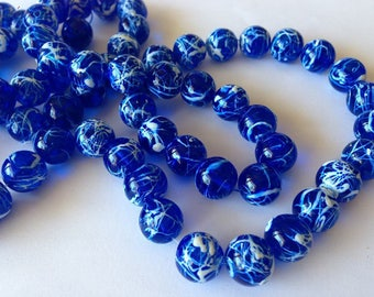 set of 10 round, blue and white glass beads 10mm