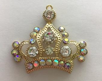 Chunky crown charm