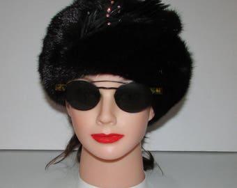 """Superbe chapeau de véritable fourrure de vison noir avec plumes  /Superbe black real mink fur hat with feather   21""""3/4"""