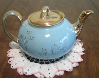 Vintage, Pearl China Company, 22 kt. Gold decorated tea pot.